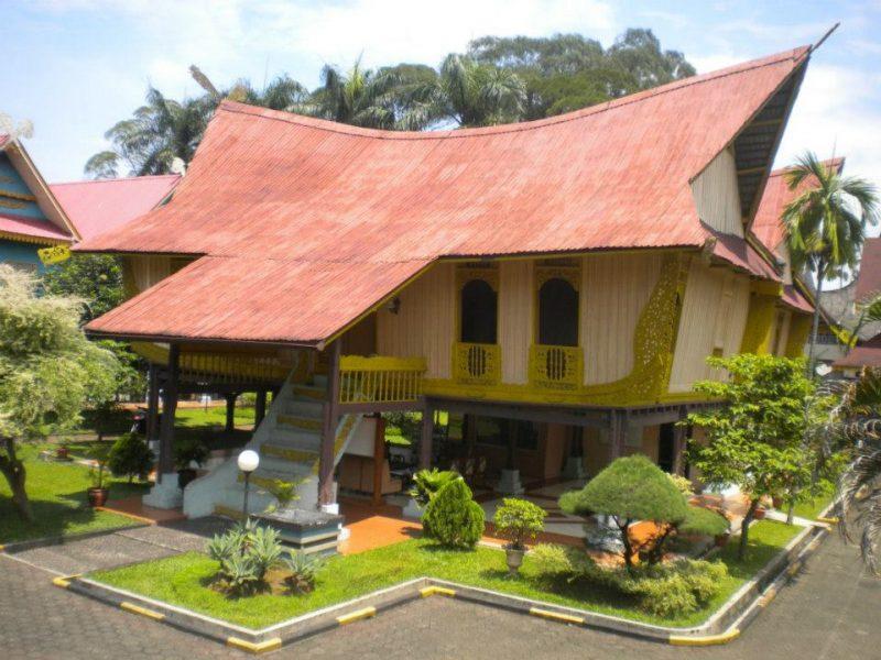 Rumah Adat Riau - Atap Lontik
