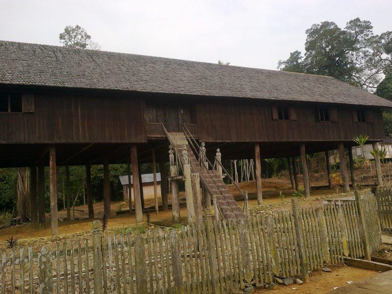 Rumah Adat Kalimantan Tengah -Betang Damang Batu