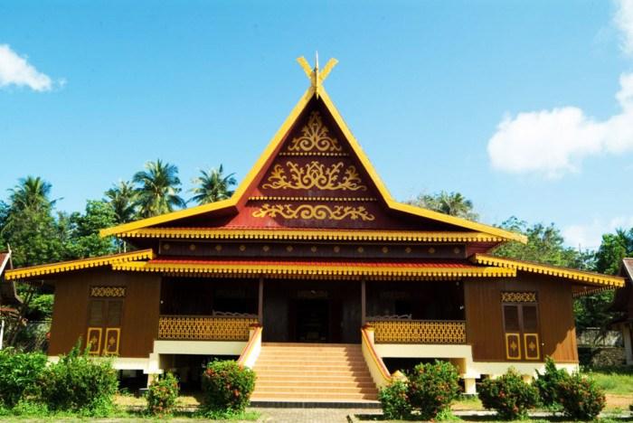 Rumah Adat Riau - Salaso Jatuh Kembar