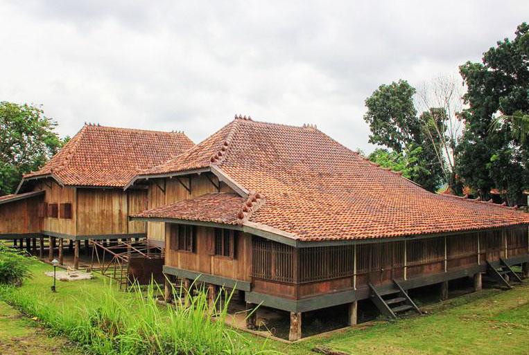 Rumah adat Sumsel
