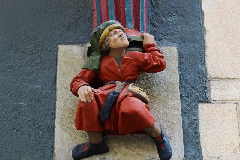 Seni patung figuratif