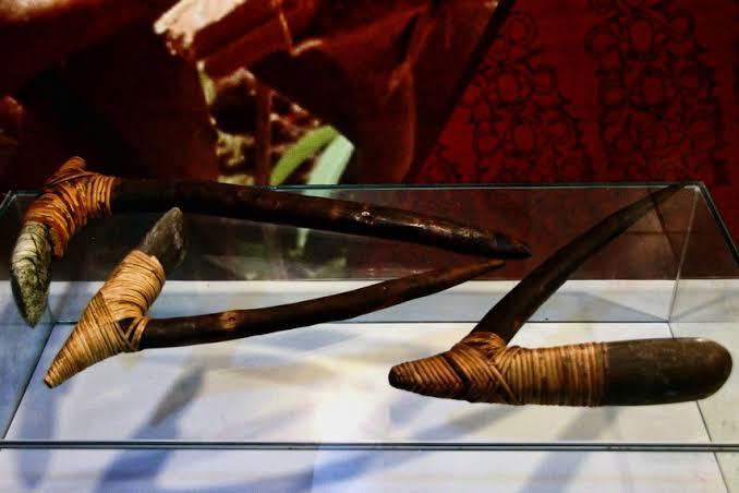 Senjata Tradisional Papua - Kapak Batu