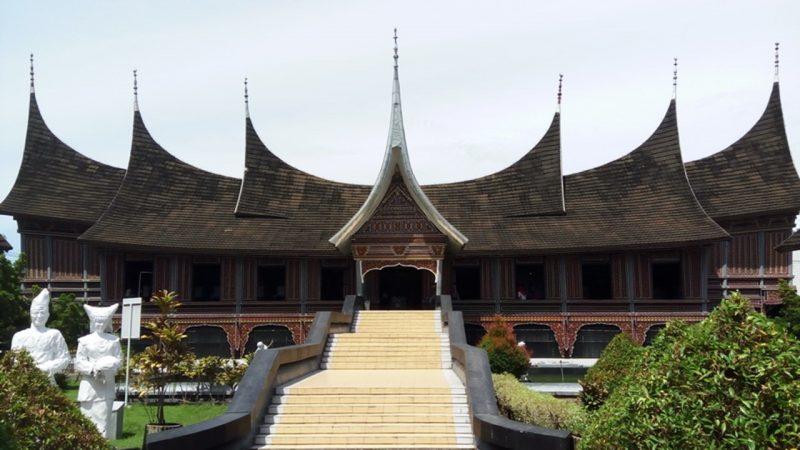 Rumah adat Padang Gojong