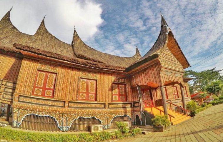 Pesona Rumah Adat Padang