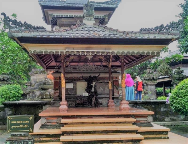 Aling-aling rumah adat suku Bali