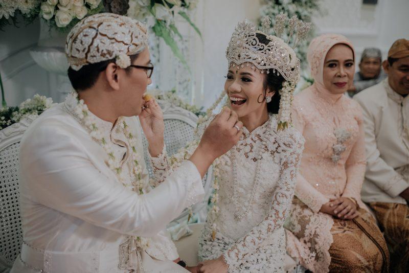 Baju adat pengantin Sunda