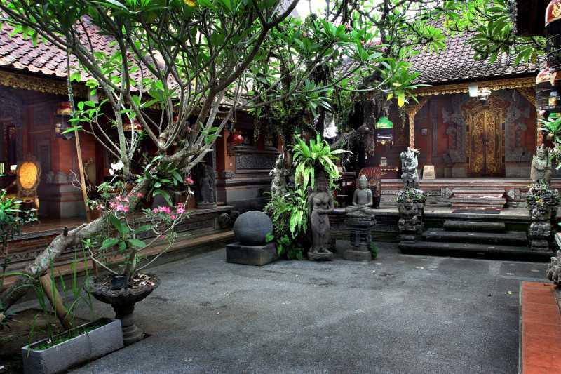 Ukiran rumah adat Bali