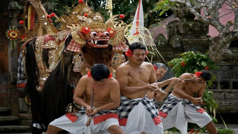Upacara adat Bali Ngurek