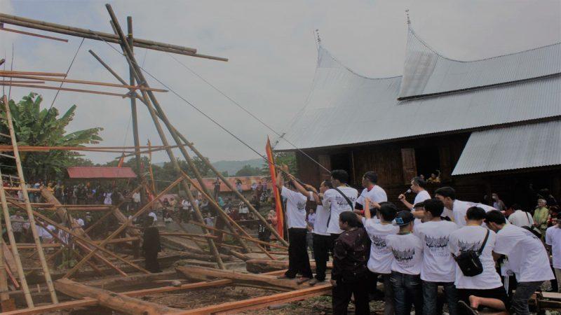 Tradisi Batagak Rumah Masyarakat Minang