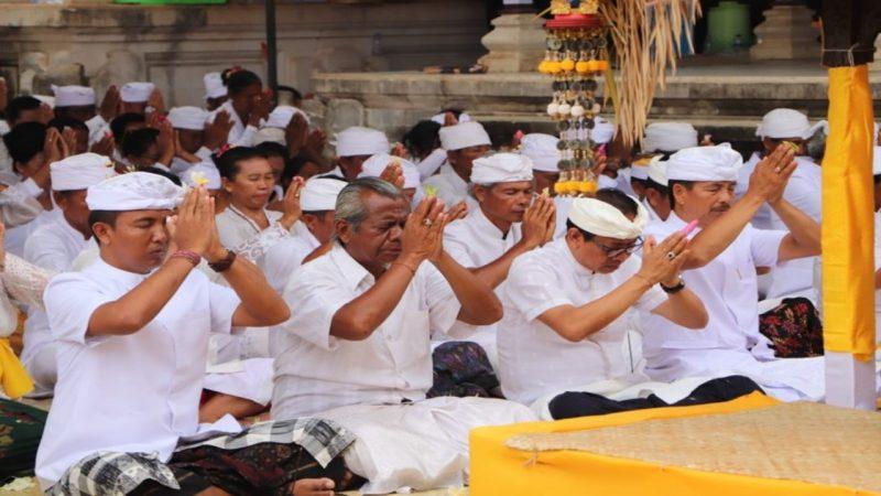 Pelaksanaan upacara Piodalan Bali