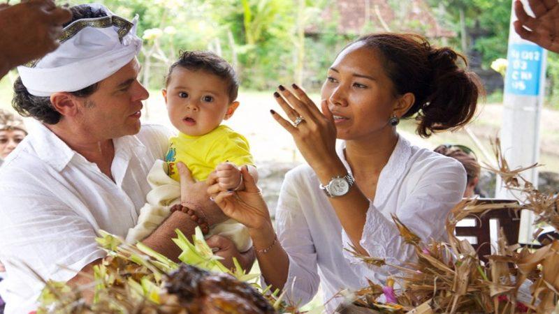 Upacara adat Otonan di Bali