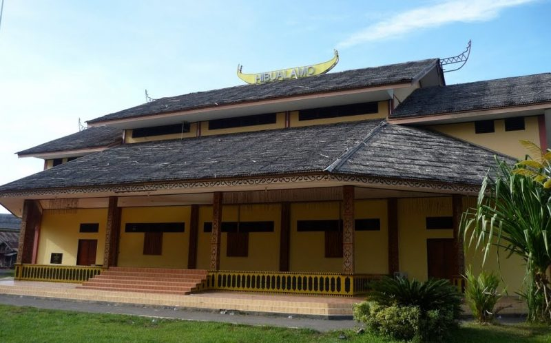 Rumah adat Hibualamo di Pulau Kakara